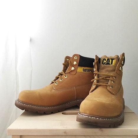 0f0b4d141 Но несмотря на эти общие черты, ботинки разнообразны по фасону, цвету и  составу материалов. Их выполняют из кожи, замши, плотных брезентовых  материалов, ...